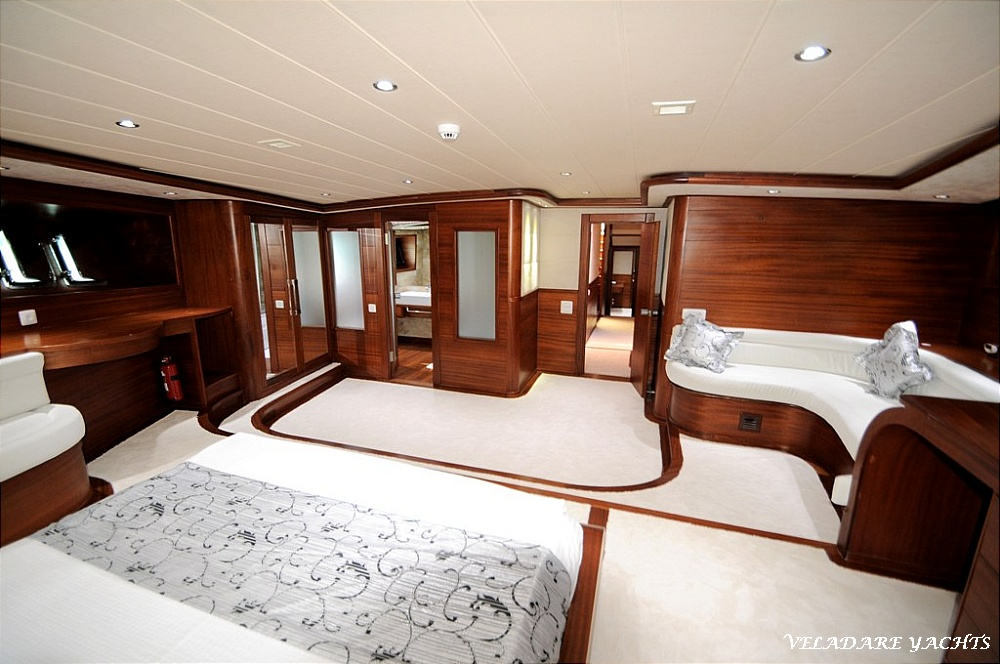 Alessandro, 40m / 5 cabins